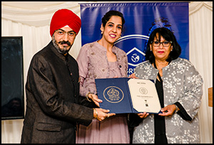 House of London, Receving the best School award 2019 for the student satisfaction by hand of Baroness Sandeep Varma